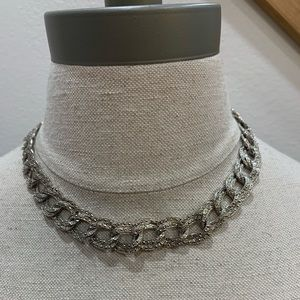 Jewelry - 💛Beautiful Faux Silver Linked Necklace